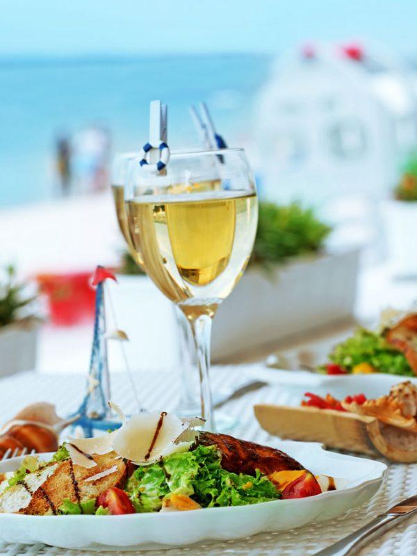 Avantis Santorini Γευστική δοκιμή με μεζέδες και κρασί